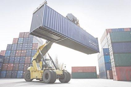 Reach-Stacker mit Container 2
